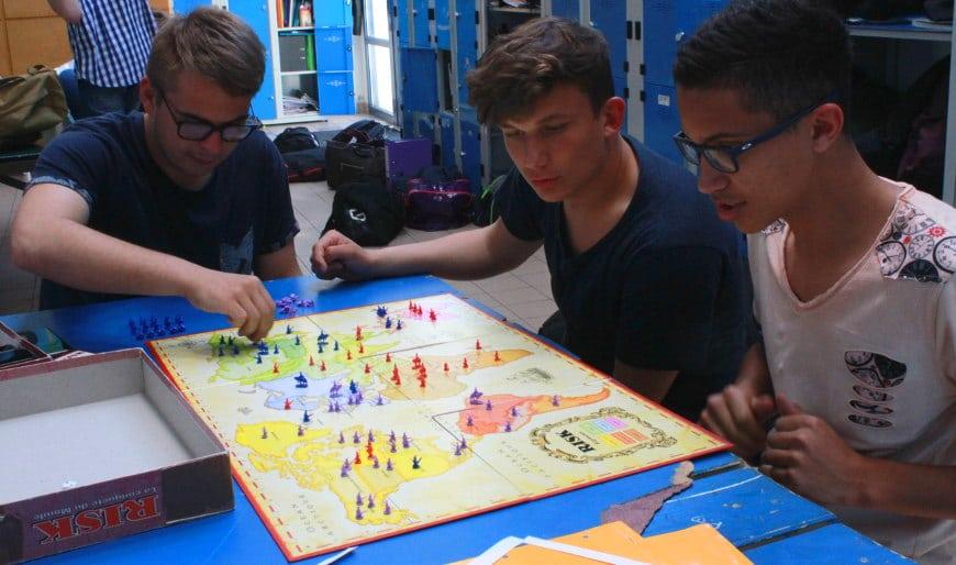 élèves qui jouent