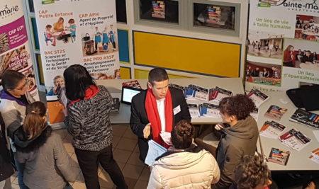 Un forum de l'orientation organisé au lycée