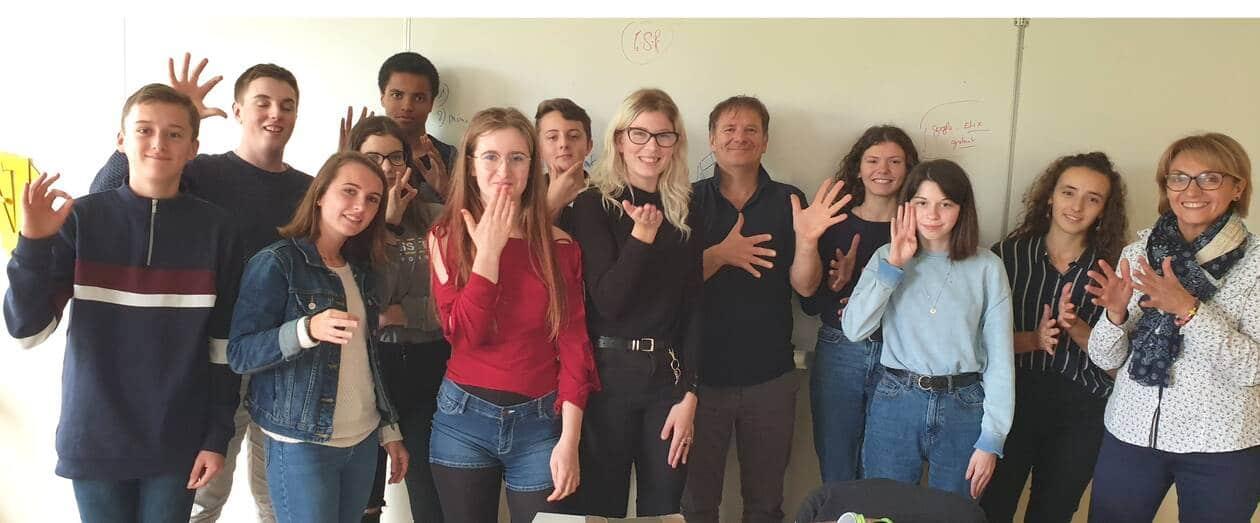 Les élèves de l'atelier langue des signes